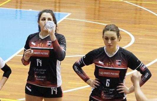 Alice Bellini e Carlotta Petruzziello con la maglia del Villa d'Oro