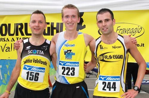 Il podio maschile dopo la prima tappa