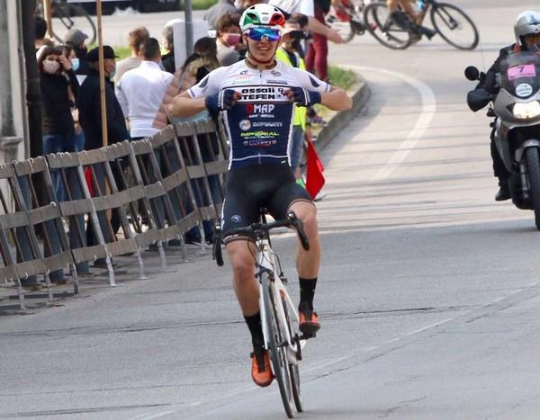 L'arrivo trionfale di Marco Andreaus (foto Cailotto)