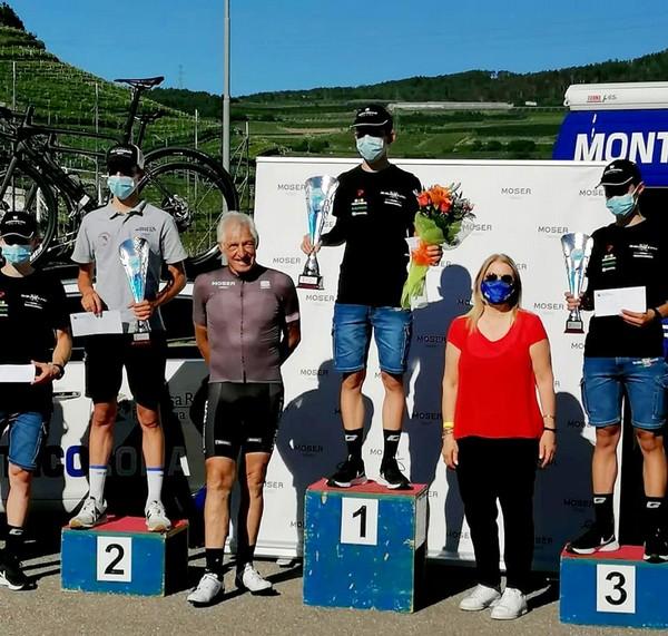Il podio con Francesco Moser assieme ai premiati