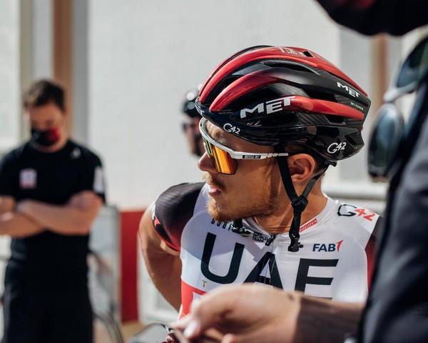 Matteo Trentin con la nuova maglia della Uae Emirates