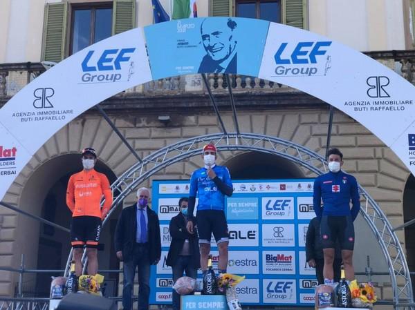 Zambelli (a destra) sul podio della Per Sempre Alfredo