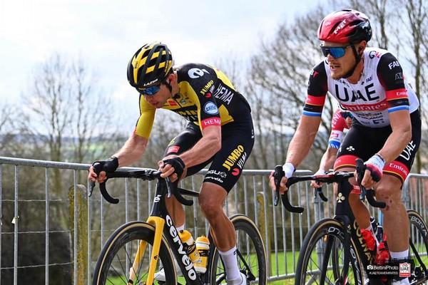 Trentin pedala al fianco di Van Aert (foto Bettini)