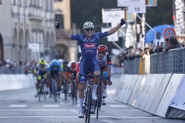 Meurisse brucia Trentin (foto Bettini/Giro del Veneto)