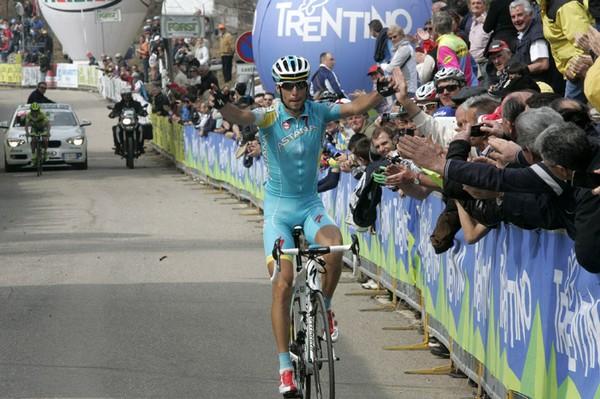 Nibali nel 2013 vince a Sega di Ala in maglia Astana