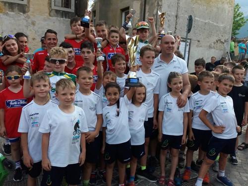 Le premiazioni del 23° Trofeo Città di Ala con i baby ciclisti di Cembra e Forti e Veloci