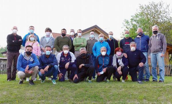 Il direttivo della Polisportiva Alpe Cimbra con le autorità