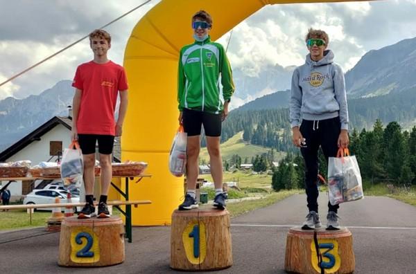 Il podio della categoria allievi con Vaia vincitore
