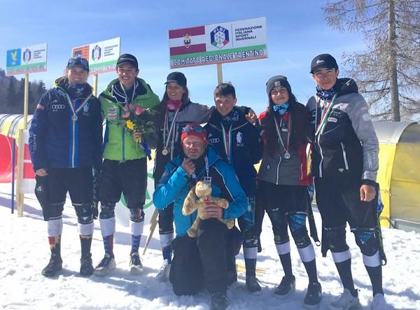Il gruppo di medagliati ai Campionati Children