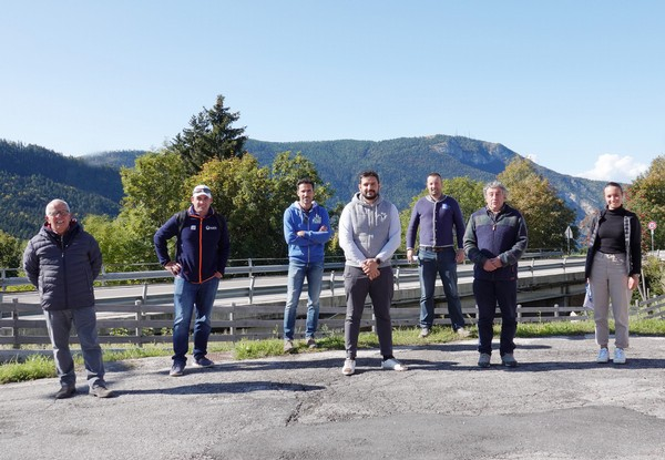 Wim Rossel della Fis (secondo da sinistra) con lo staff dell'Alpe Cimbra