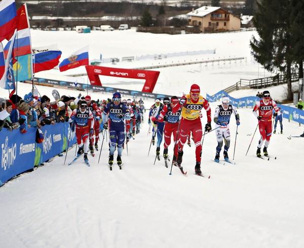 Il russo Alexander Bolshunov guida il gruppo