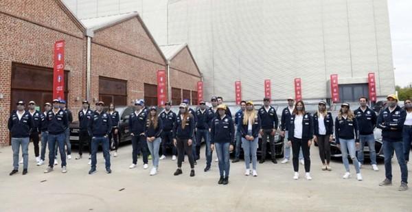 Il momento della consegna delle Audi agli atleti Fisi (pentaphoto)