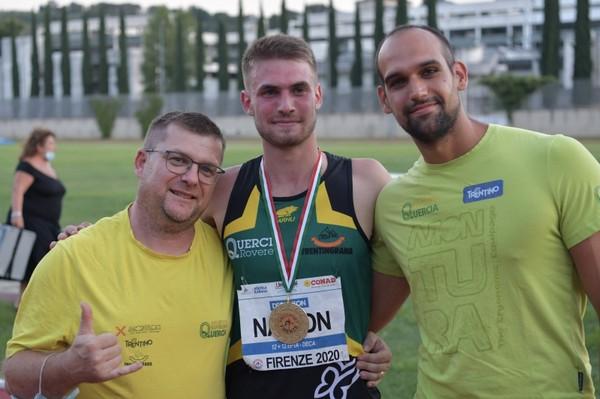 Lorenzo Naidon con i tecnici Alberto Faifer (head coach) e Luca Giordani (strength and pole vault coach)