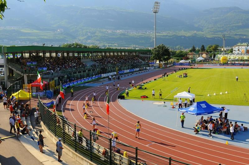 Foto edizione 2014, la pista, ora rifatta, e la tribuna di Rovereto (foto M. Volcan)