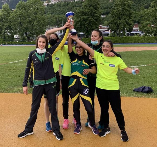 La squadra Cadette seconda sul podio (foto C. Camini)